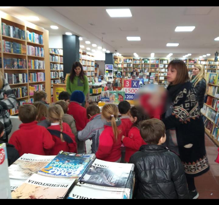 Las salas de 5 visitaron la librería Palito